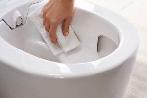 Jednoduché čištění WC mísy bez splachovacího kruhu. Zdroj: Geberit.cz