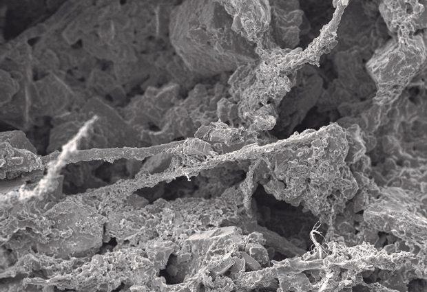 """Omítka disponuje optimální mikrostrukturou, díky které dosahuje vynikající paropropustnosti a může volně """"dýchat"""". FOTO LB Cemix"""