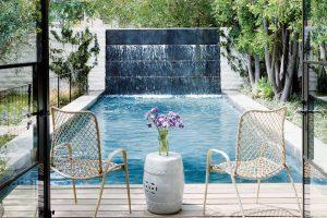 I v malé zahradě se dá vytvořit fantastická vodní oáza