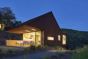 Rezavý dům s velkou kuchyní v kraji vína