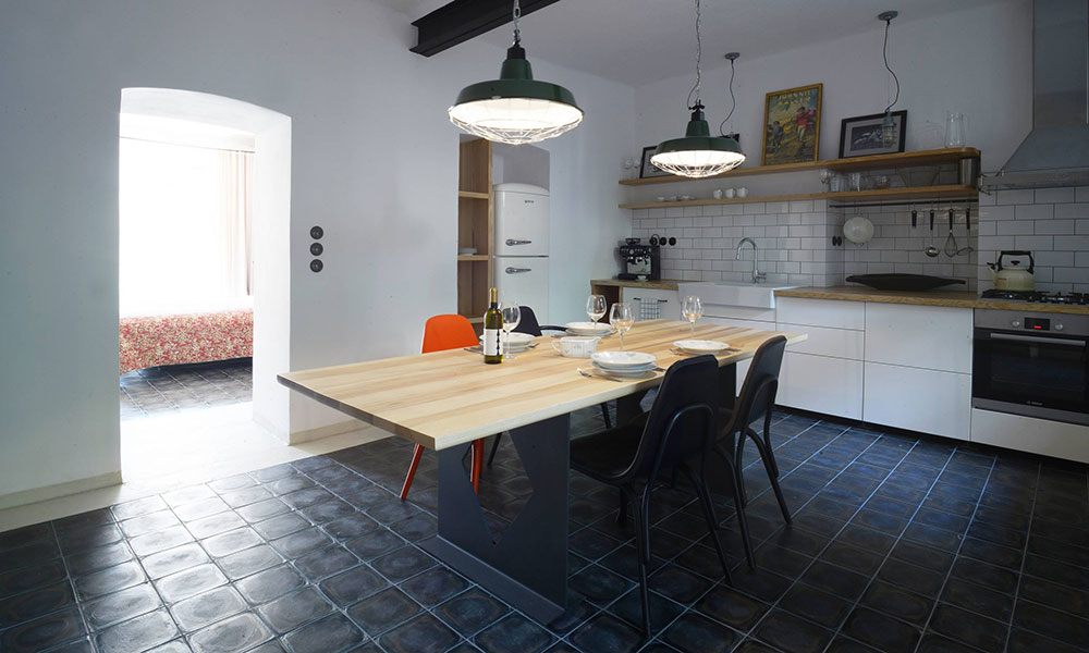 Čím si starý a vlhký byt v přízemí získal nové majitele?