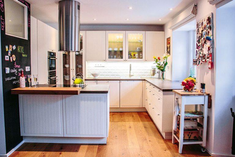 Moderní a kompaktní kuchyně s ostrůvkem