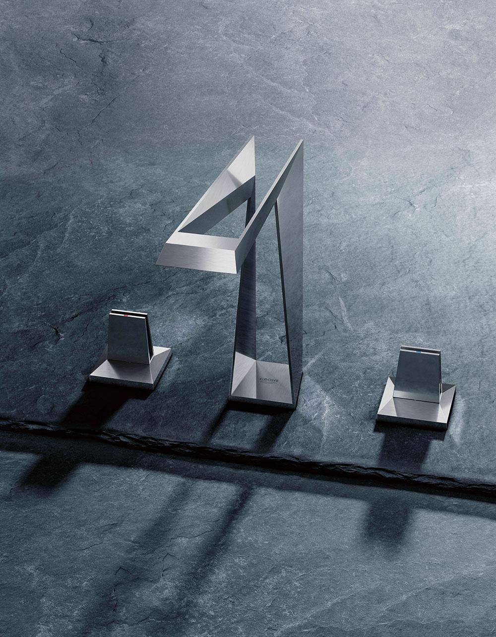 Společnost Grohe představila kolekci baterií Icon 3D vyrobených zkovu pomocí 3D tisku. Tento způsob výroby umožňuje vytvořit téměř jakýkoli geometrický tvar, atak nabízí baterie Allure Brilliant zcela nový zážitek zvody. www.grohe.com FOTO GROHE