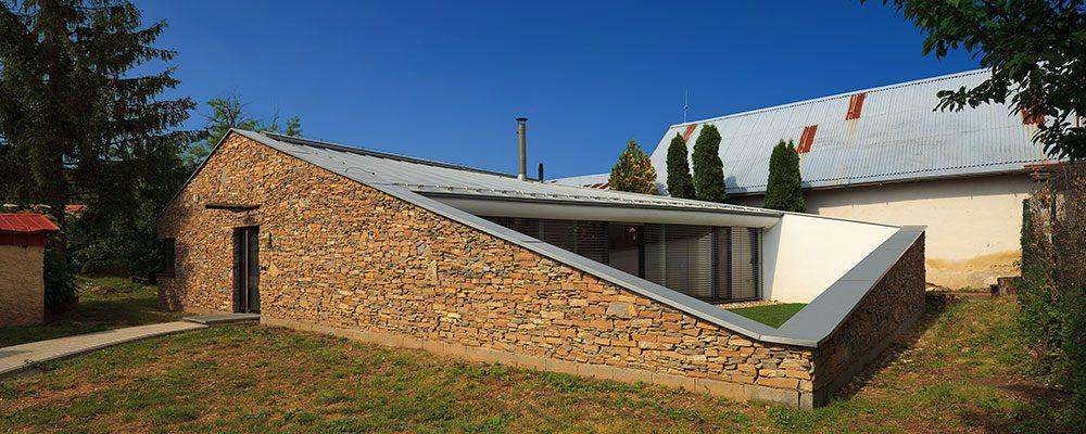 Dům pro kněze: Trvanlivost, čistota, ale i vtipné řešení