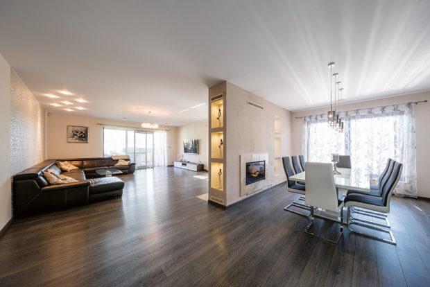obývací pokoj s jídením koutem