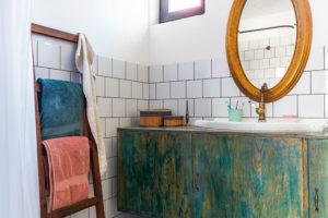 recyklovaný nábytek v koupelně