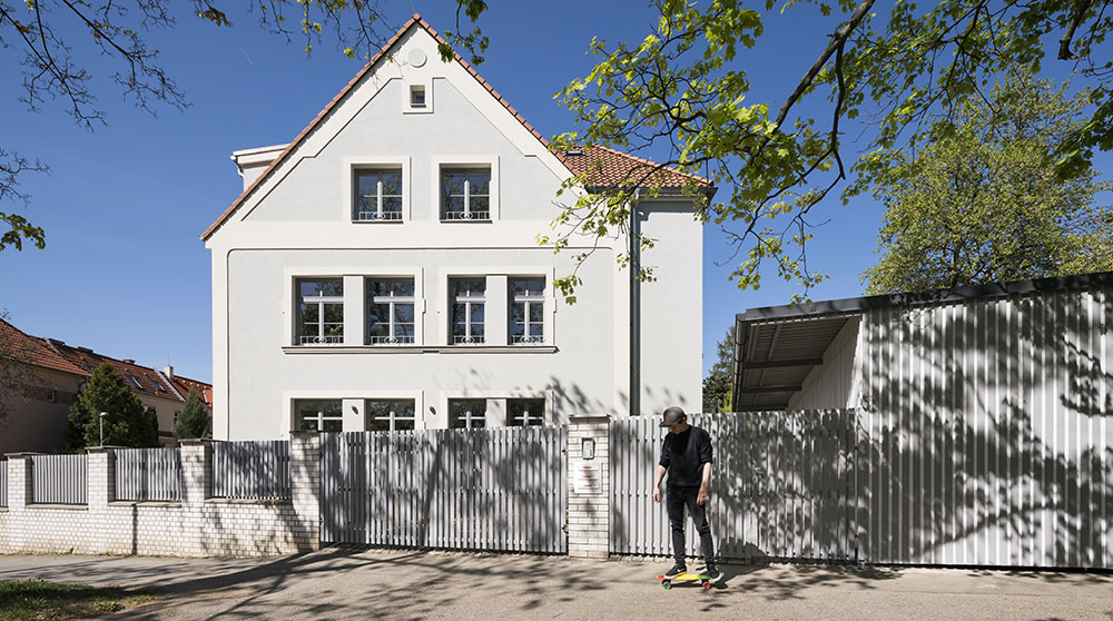 Společný dům pro tři rodiny: Každý byt má specifický styl