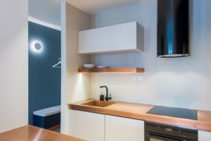kuchyne s pracovní deskou z medi