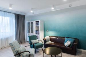 obývací pokoj v tyrkysové barvé