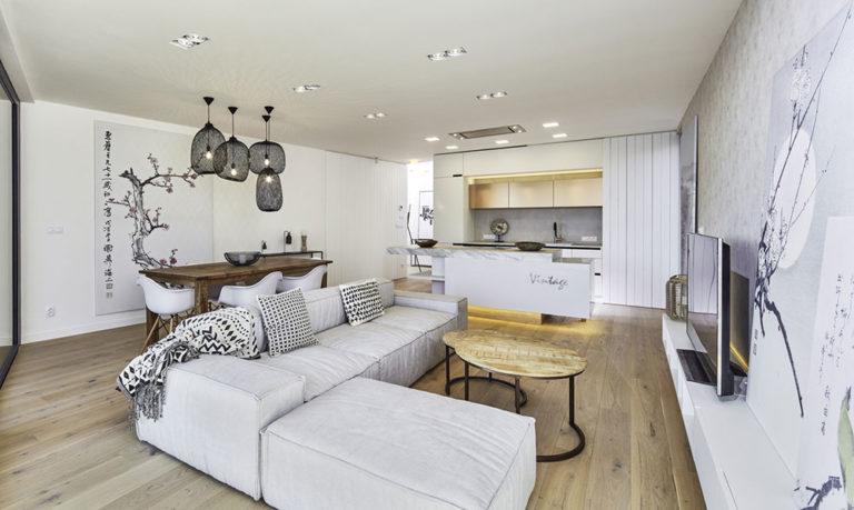 Nadčasový interiér a krásný výhled: Byt, který byste neodmítli