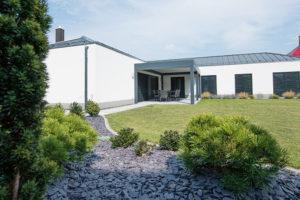 Ve středu Vsetína našli pěkný pozemek a postavili na něm svůj vysněný dům