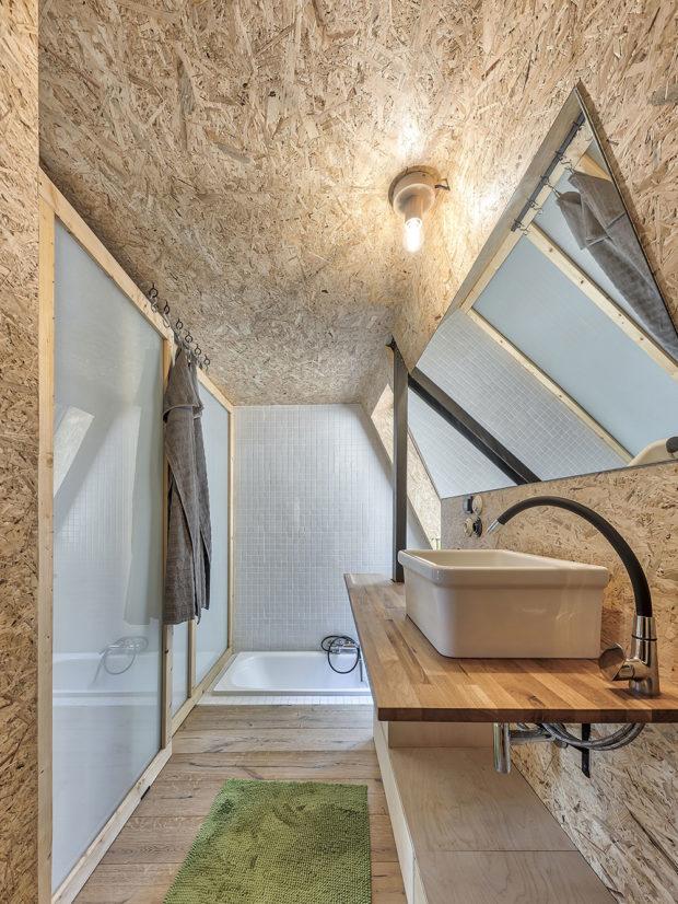 V koupelně okouzlila vana zahloubená do podlahy