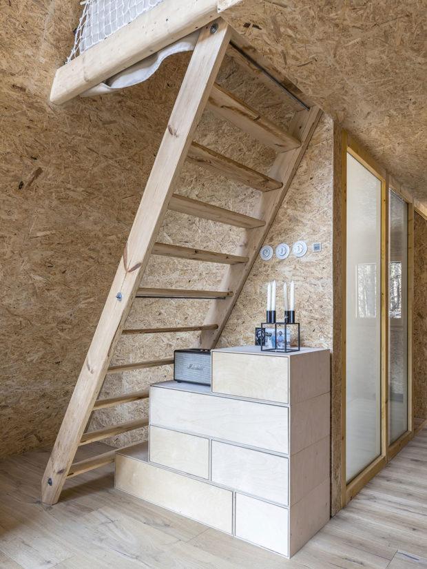 schody na podkroví chaty