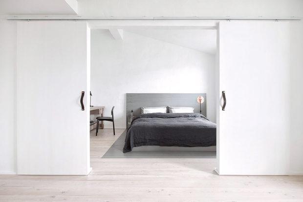 ložnice s posuvnými dvermi