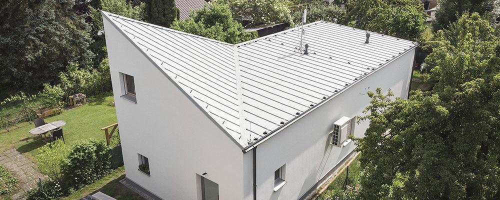Jaký dům postavit na velmi úzkém pozemku, aby plnil všechny funkce moderního bydlení?