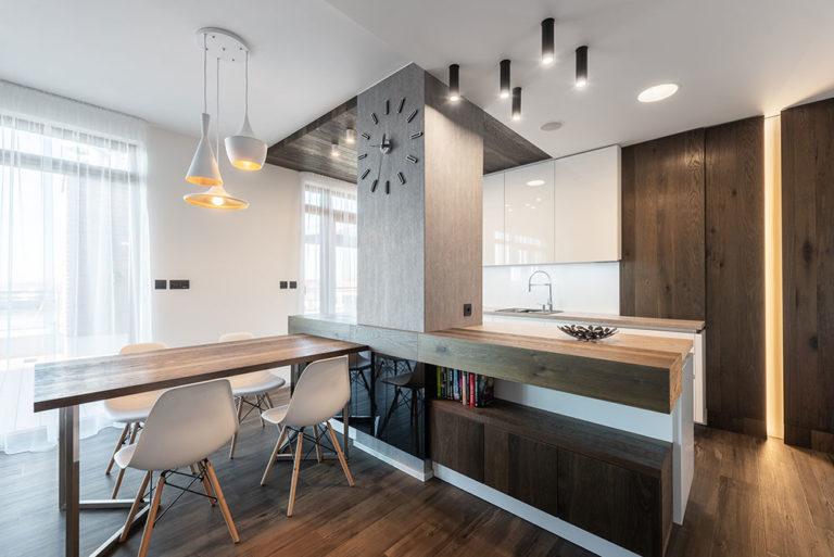 Náročná proměna čtyřpokojového bytu: posun příček, nové prostory, změna stylu