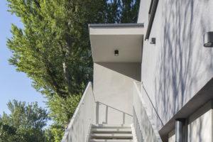 venkovní schodište pri dome
