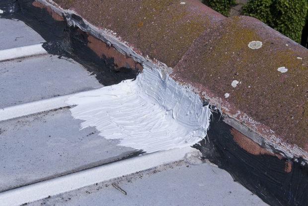 Napojení střechy k přilehlé konstrukci