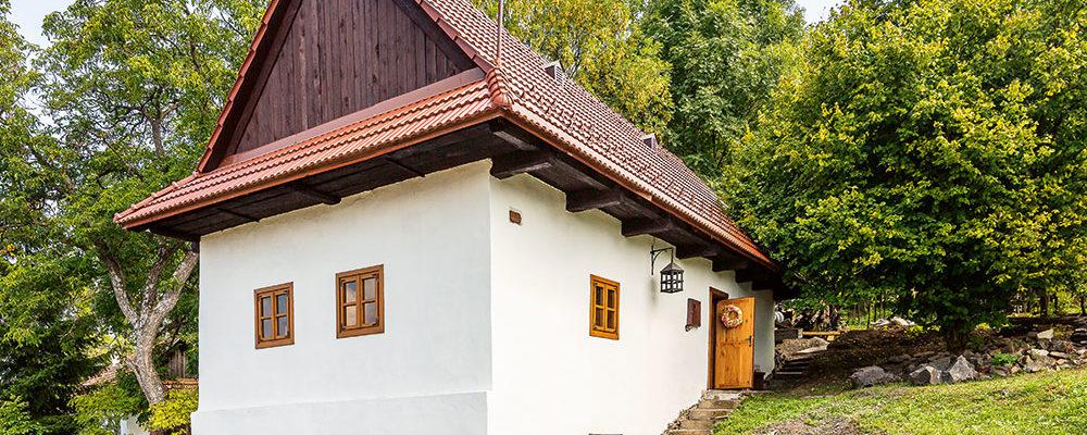Tradiční kamenný domek zachráněný před socialismem
