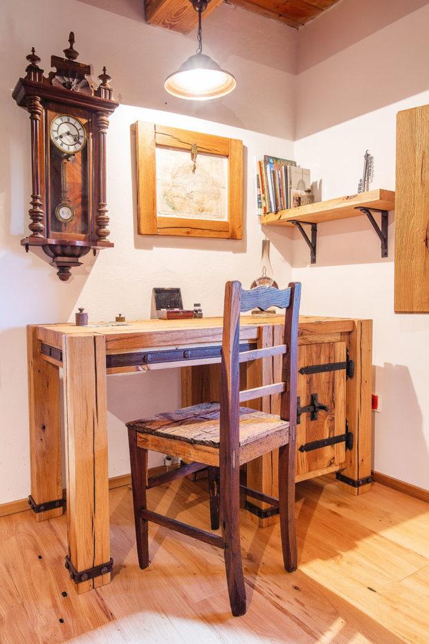 drevený psací stul