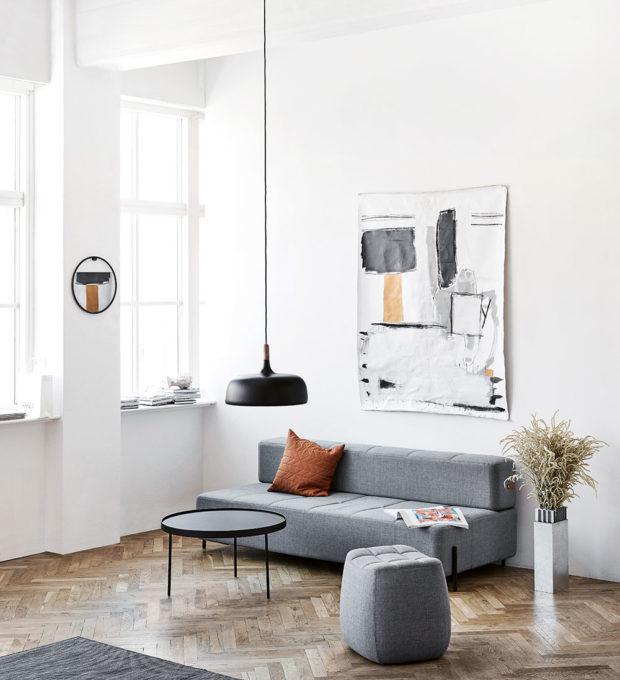 Závěsné svítidlo Bonbon (Hay), design Ana Kraš, ručně vypletené vlněné stínidlo na kovovém rámu, Ø 32 cm, v. 38 cm,