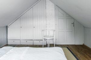 ložnice pod střechou