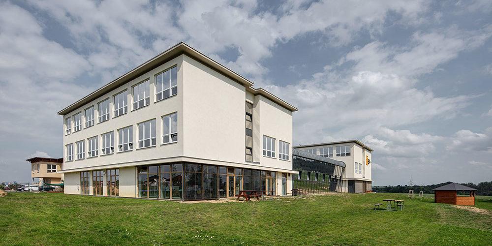 Česko-kanadská škola Sunny Canadian International School je postavena z cihel HELUZ FAMILY