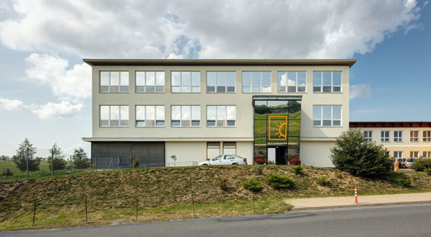 cihlová stavba škola