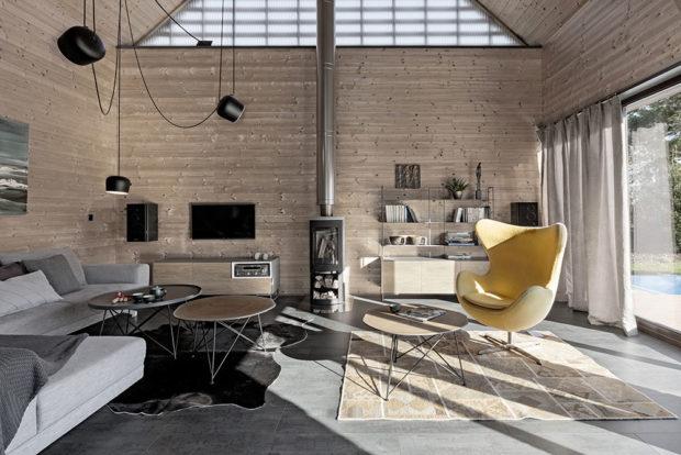otevřený obývací prostor s kachlami