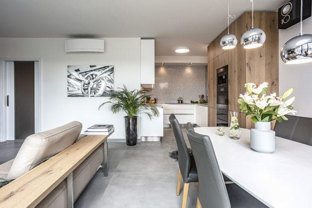 Obývací pokoj, jídelna akuchyně tvoří jeden velký světlý prostor