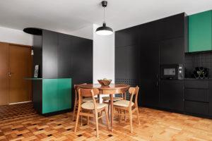 Původní dřevěné parkety jako hlavní rys zrekonstruovaného bytu