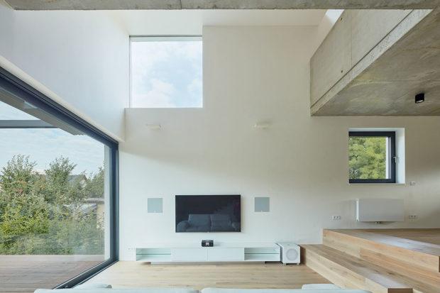 V interiéru najdete na několika místech přiznaný beton