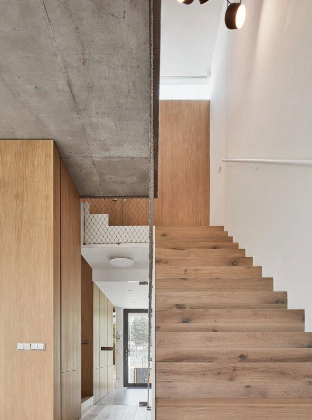 drevené schodište