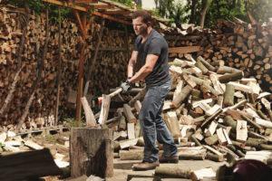 4 tipy, jak připravit palivové dřevo na zimu