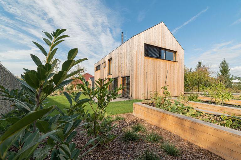Racionální dům, který respektuje místní architekturu i potřeby rodiny