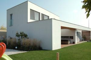 Moderní dům poskytuje dostatek soukromí, ačkoliv je na křižovatce