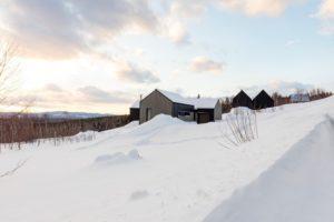 Venkovský dům s výhledem na řeku a malebný region