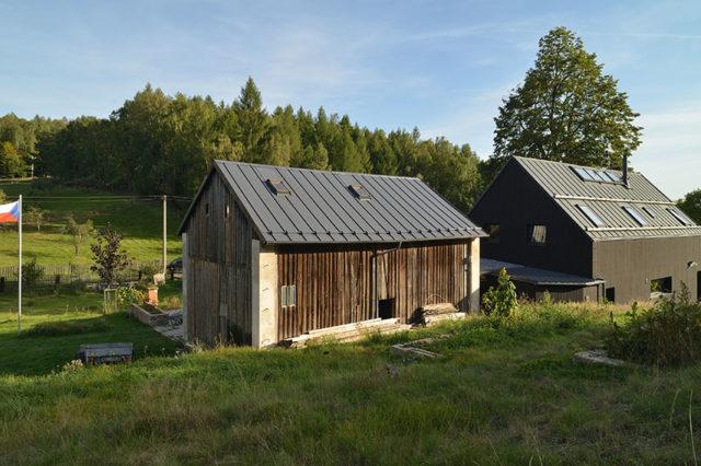 moderní černý dům