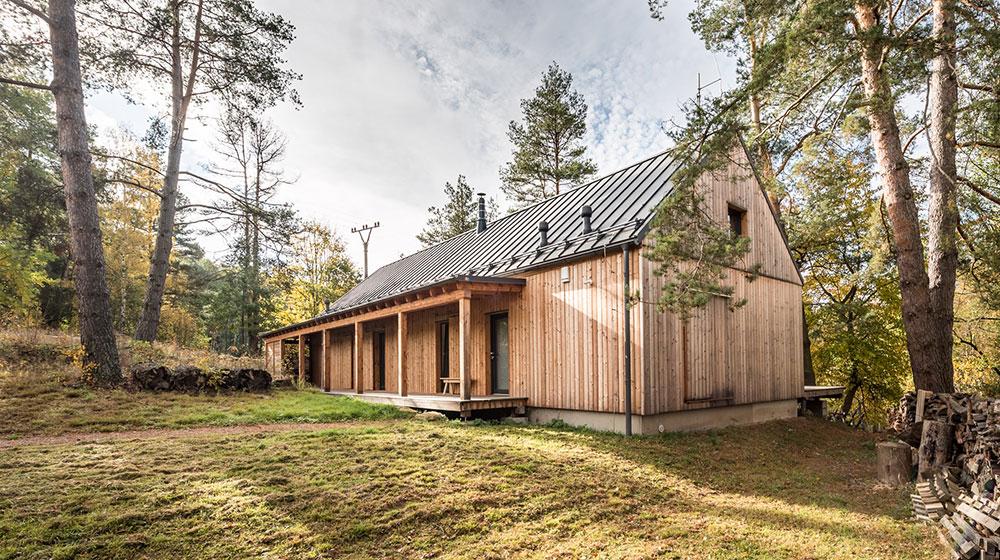 Jednoduchá víkendová chata nabízí dokonalé místo pro relaxaci
