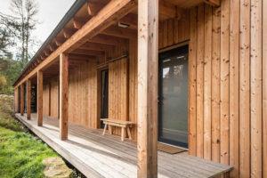dřevostavba a drevena terasa
