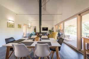 jídelna s obývakem