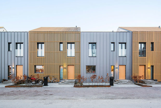 Fasády jsou kombinací dřeva, oceli a sádry