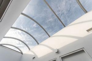 velký světlík uprostřed střechy