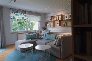 Látkové rolety v obývaku
