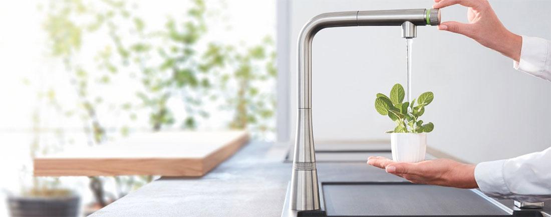 Kuchyňské baterie GROHE SmartControl – precizní ovládání na dosah ruky