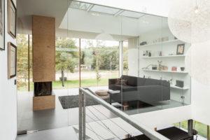 fasáda prvního poschodí je převážně ze skla
