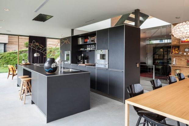 černá kuchyne