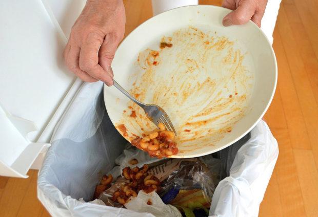 ukládání nádobí do myčky