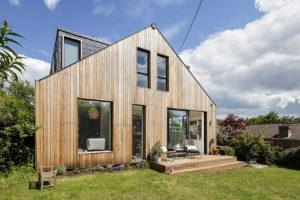 Proměnou starého bungalovu získala rodina plnohodnotný rodinný dům