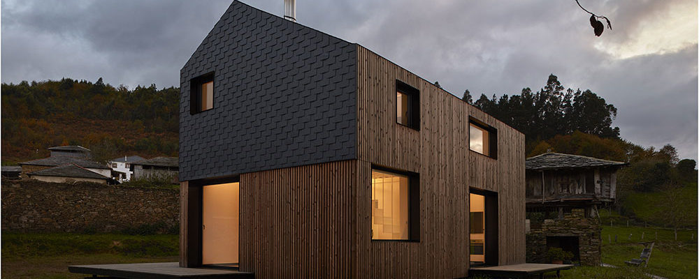 Za pět hodin postavili rodině dům na jejich oblíbeném místě
